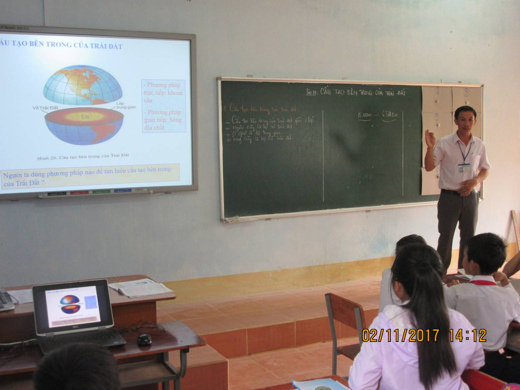 Thầy giáo trẻ vùng biên tận tâm với nghề