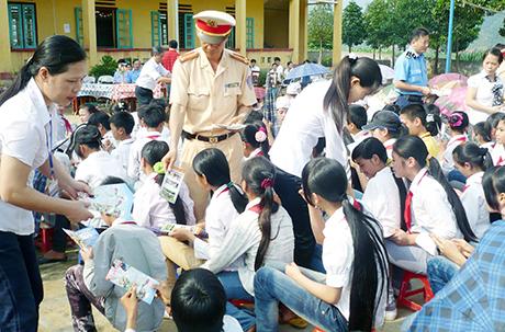 Kết quả hình ảnh cho tuyên truyền giáo dục pháp luật trong nhà trường