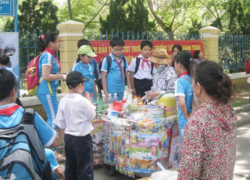 Kết quả hình ảnh cho hàng quán vây quanh trường học