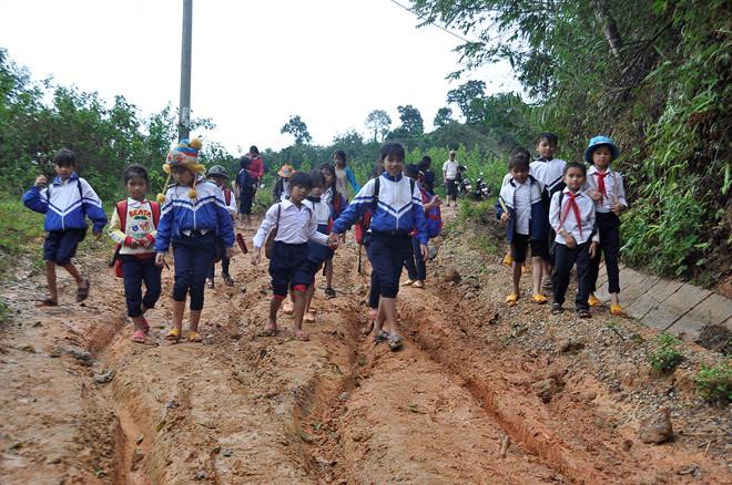 Học sinh Kon Tum sẽ đi học lại vào ngày 27.4 /// Đức Nhật