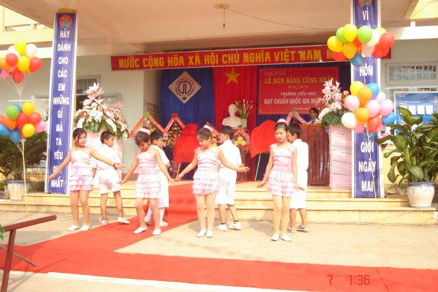 Lễ đón bằng công nhận trường đạt chuẩn Quốc gia cấp độ 1