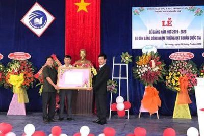 Trường THCS Nguyễn Huệ bế giảng năm học 2019–2020 và đón Bằng công nhận trường đạt chuẩn Quốc gia