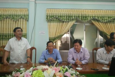 Đồng chí Chủ tịch UBND huyện thăm, chúc mừng cán bộ, công chức Phòng GD&ĐT nhân ngày Nhà giáo Việt Nam