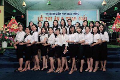 Trưởng Phòng GDĐT khen thưởng cán bộ quản lý, giáo viên và học sinh có thành tích xuất sắc tiêu biểu