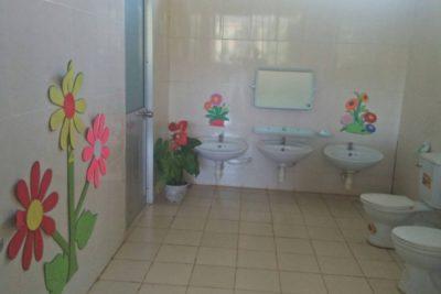 """[HÌNH ẢNH] nhà vệ sinh trước và sau khi triển khai phong trào thi đua """"xây dựng nhà vệ sinh thân thiện  trong trường học"""" (Phần 1)"""