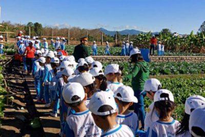 Trường MN Hoa Hồng tổ chức thành công buổi tham quan doanh trại bộ đội nhân kỷ niệm Ngày thành lập quân đội nhân dân Việt Nam 22/12