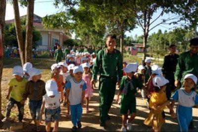 Trường MN Hoạ Mi: Một số hình ảnh tham quan doanh trại quân đội