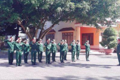 Trường Mầm non Sơn Ca tổ chức cho trẻ thăm doanh trại bộ đội