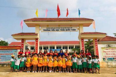 Trẻ mẫu giáo tham quan, trải nghiệm tại trường tiểu học