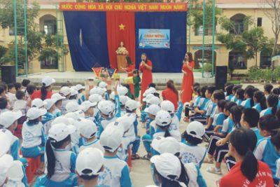 Học sinh Trường Mầm non Hoa Hồng tham quan trường tiểu học