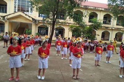 Trường Tiểu học Số 2 Thị trấn Plei Kần tổ chức hoạt động chào mừng ngày Nhà giáo Việt Nam 20/11
