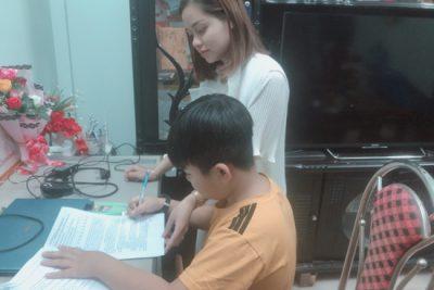 Trường TH Số 2 TT Plei Kần triển khai hỗ trợ học sinh học tập không tập trung trong thời gian tạm nghỉ học