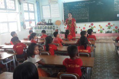 Tổ chức cho trẻ tham quan trường tiểu học