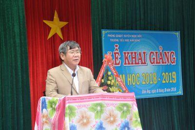 Đồng chí Trần Văn Chí – Phó Bí thư Huyện ủy, Chủ tịch UBND huyện dự Lễ khai giảng năm học mới tại Trường Tiểu học Kim Đồng