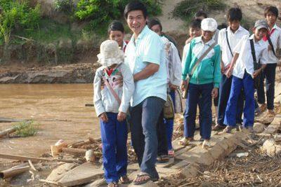 Động viên giáo viên viết đơn tình nguyện xung phong đến nhận công tác tại các trường thuộc địa bàn xã Đắk Ang