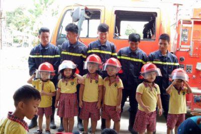 Ngoại khóa: Chúng con làm lính cứu hỏa