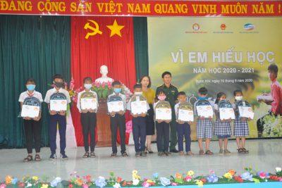 """50 học sinh nghèo huyện Ngọc Hồi nhận bổng """"Vì em hiếu học"""""""
