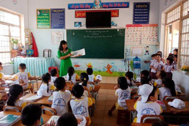 Trường mầm non Hoa Hồng tổ chức cho trẻ tham quan trường tiểu học