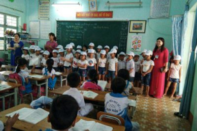 Trường MN Bình Minh tổ chức cho trẻ tham quan thực tế trường tiểu học