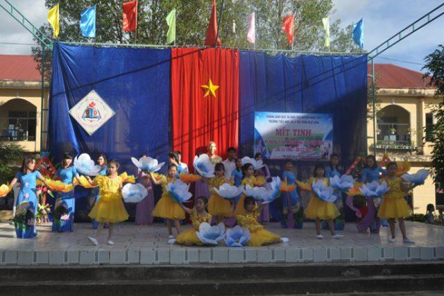 Trường Tiểu học Số 2 Thị trấn Plei Kần mít tinh kỷ niệm ngày Nhà giáo Việt nam 20/11/2017